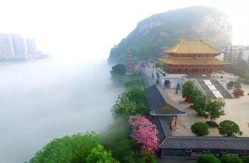 平流雾中的美丽柳州