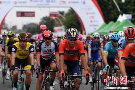 2018环广西公路自行车世界巡回赛在北海揭幕