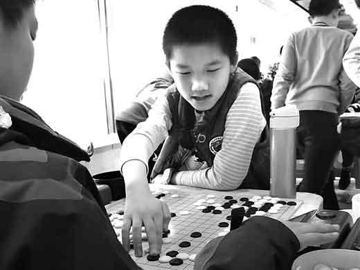 六百多名棋童赛围棋