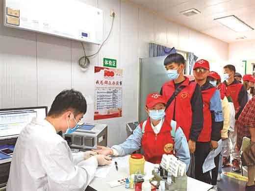 志愿者徒步宣传无偿献血 其中40名志愿者献血11500毫升